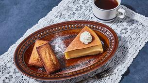 チーズケーキとフィナンシェの写真素材 [FYI04843512]