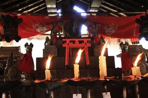 伏見稲荷大社 お稲荷さんで通称される伏見稲荷 熊鷹社の社殿の写真素材 [FYI04843918]