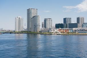快晴の東京湾岸エリアの景観の写真素材 [FYI04844318]