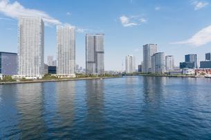 快晴の東京湾岸エリアの景観の写真素材 [FYI04844320]