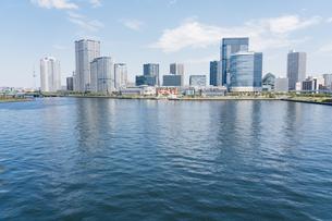 快晴の東京湾岸エリアの景観の写真素材 [FYI04844325]