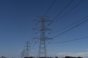 青空と鉄塔の写真素材 [FYI04844367]