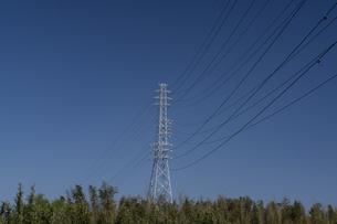 青空と鉄塔の写真素材 [FYI04844384]