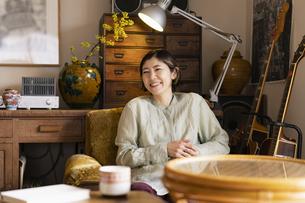 笑顔の日本人女性の写真素材 [FYI04844716]