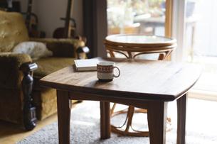リビングのテーブルの写真素材 [FYI04844781]