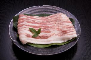 国産豚バラ肉スライスの写真素材 [FYI04845380]