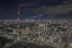 四日市工場夜景を空撮の写真素材 [FYI04845412]