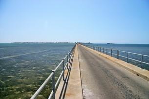 世界遺産モザンビーク島に続く橋の写真素材 [FYI04845584]
