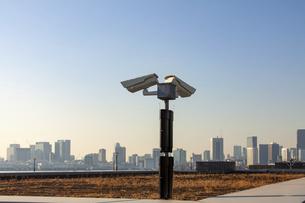 防犯カメラと都市風景と監視社会の写真素材 [FYI04845613]