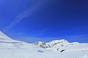春の立山 雪の大谷より大日連山の写真素材 [FYI04845913]