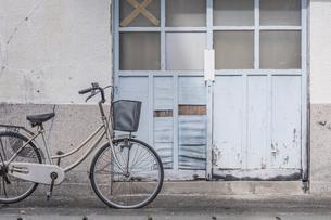 自転車のある風景の写真素材 [FYI04845948]