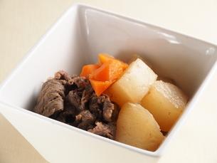 大根と牛肉の煮物の写真素材 [FYI04846435]