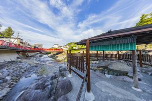 修善寺温泉発祥の独鈷の湯と虎渓橋の写真素材 [FYI04846556]
