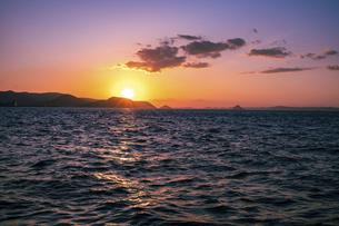 【夏】夕日が沈む瀬戸内海の自然風景 香川県 高松市の写真素材 [FYI04846704]