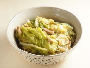 豚肉と春キャベツの重ね煮の写真素材 [FYI04846720]
