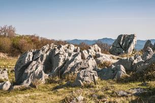 【自然風景】青空の下の四国カルストの写真素材 [FYI04846860]