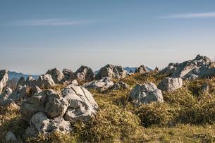 【自然風景】青空の下の四国カルストの写真素材 [FYI04846861]