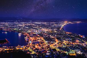厳冬期の函館夜景の写真素材 [FYI04847005]