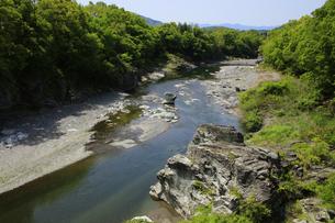 新緑と渓谷の長瀞の写真素材 [FYI04847051]