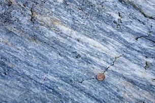 【地学教材】2月三陸海岸の大理石海岸 -古生代大理石のクローズアップ-の写真素材 [FYI04847079]