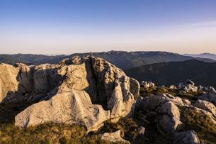 【自然風景】夜明けの四国カルストの写真素材 [FYI04847325]