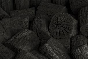 クヌギ炭の写真素材 [FYI04847611]