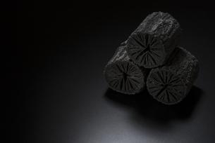 クヌギ炭の写真素材 [FYI04847619]