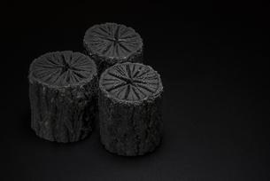 クヌギ炭の写真素材 [FYI04847621]