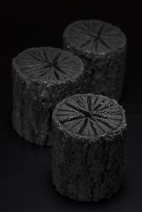 クヌギ炭の写真素材 [FYI04847622]