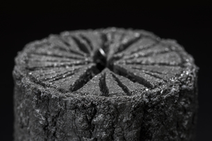 クヌギ炭の写真素材 [FYI04847631]
