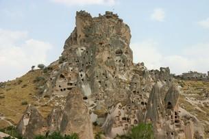 トルコのカッパドキア近郊にあるウチヒサル城の写真素材 [FYI04848220]