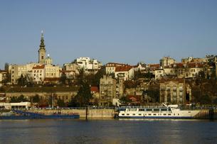 サヴァ川から望むセルビアの首都ベオグラードの景色の写真素材 [FYI04848225]