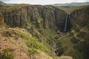 アフリカのレソト王国にある落差192メートルのマレツニャーネ滝の写真素材 [FYI04848229]