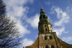 <ヨーロッパ>ラトビア・リガ旧市街の聖ペテロ教会の写真素材 [FYI04848234]