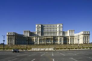 ルーマニア・ブカレストの巨大建築物「国民の館」の写真素材 [FYI04848238]