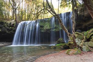 秋の鍋ヶ滝の写真素材 [FYI04848379]
