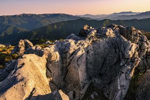 【自然風景】夜明けの四国カルスト 朝の写真素材 [FYI04848752]