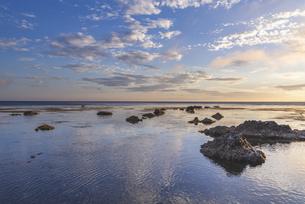 礼文島からの夕景の写真素材 [FYI04848795]