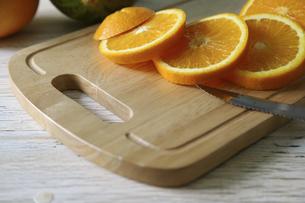 輪切りにしたオレンジの写真素材 [FYI04849027]