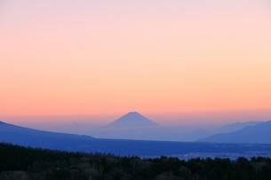 霧ヶ峰より富士山と夕焼けの写真素材 [FYI04849207]