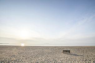 有明浜とベンチ(琴弾公園)の写真素材 [FYI04849218]
