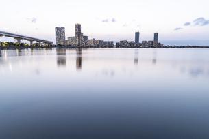 福岡アイランドシティの夕景の写真素材 [FYI04849397]