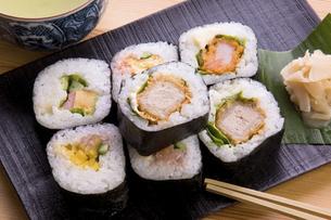 太巻き寿司の写真素材 [FYI04849968]