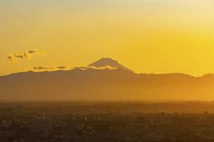富士山と都市の夕景の写真素材 [FYI04850213]