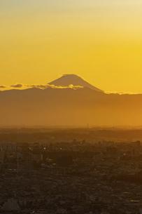富士山と都市の夕景の写真素材 [FYI04850214]
