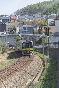 函館本線の普通列車の写真素材 [FYI04850980]