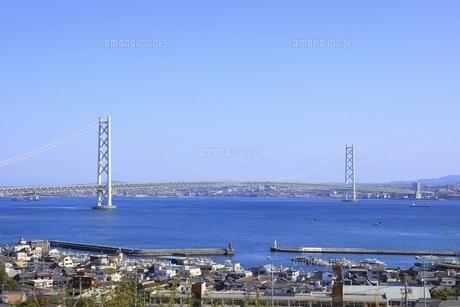 淡路島より明石海峡大橋を望むの写真素材 [FYI04851088]