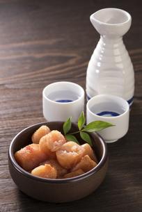 日本酒と辛子明太子の写真素材 [FYI04851208]