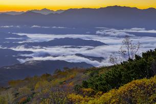 木曽・御嶽山から見る夜明けの写真素材 [FYI04851567]