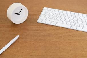 時計とキーボードの写真素材 [FYI04851739]